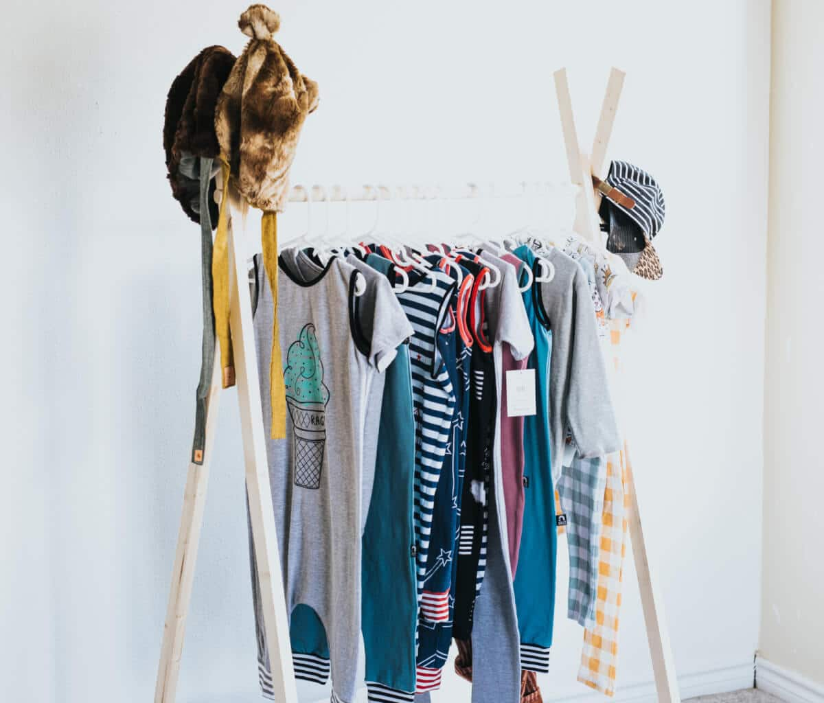 Diy Child Clothes Rack: DIY How To Make A Wooden Clothing Rack