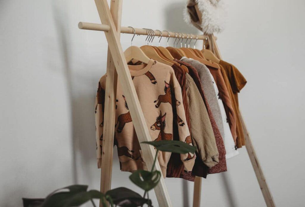 Diy How To Make A Wooden Clothing Rack For Your Toddler